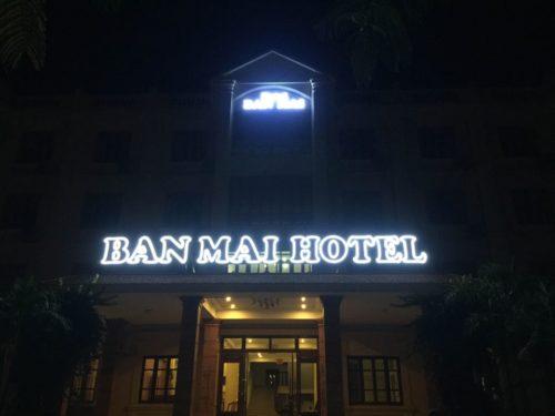 Bien quang cao Hotel ban mai