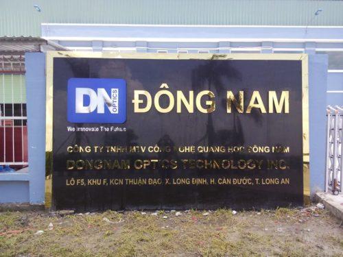 Biển quảng cáo chữ Inox gắn trước cổng