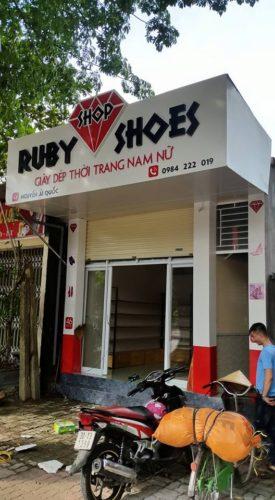Biển hiệu cửa hàng thời trang giầy