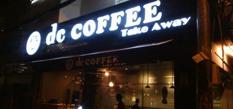 Biển quảng cáo quán De Coffee