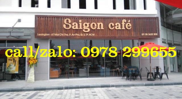 Biển quảng cáo quán cafe đẹp thu hút nhiều khách.