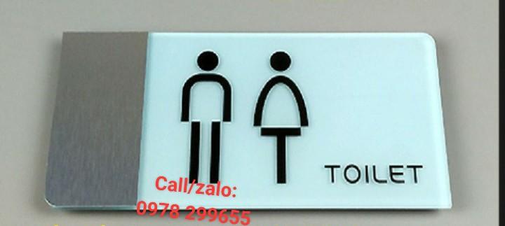 Biển chỉ dẫn nhà vệ sinh giá siêu rẻ.